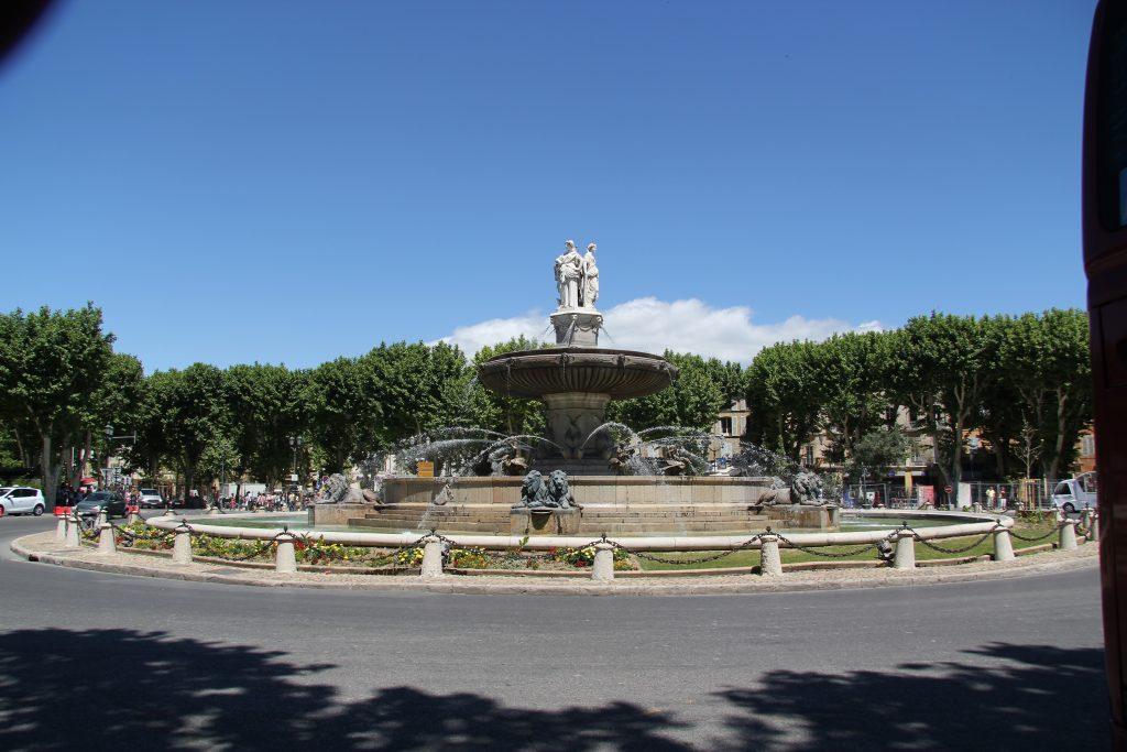 2013-Jun 24-Fam Cruz-Aix-Cours Mirabeaux Fountain